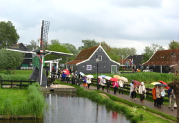 IMG 4242 - Lot of Chinese people on the Zaanse Schans